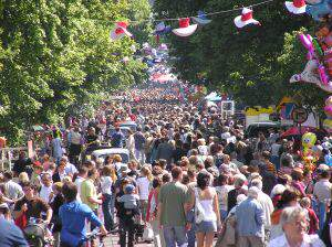 crowded street 1093768 m Jak leczyć fobię społeczną?
