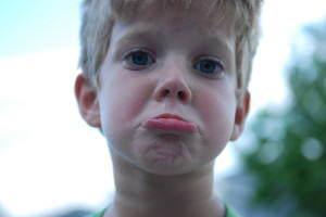 sad snot nosed kid 1429734 300x200 Czy u dzieci występuje depresja i mania?